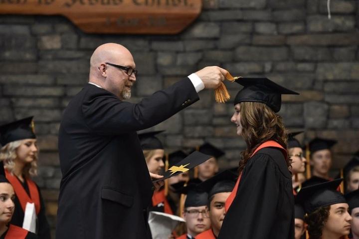 graduation-3058263_1920